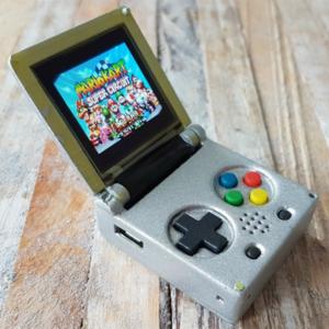 《超級迷你Game Boy》在世界最小的遊戲機上打一場瑪利歐吧!